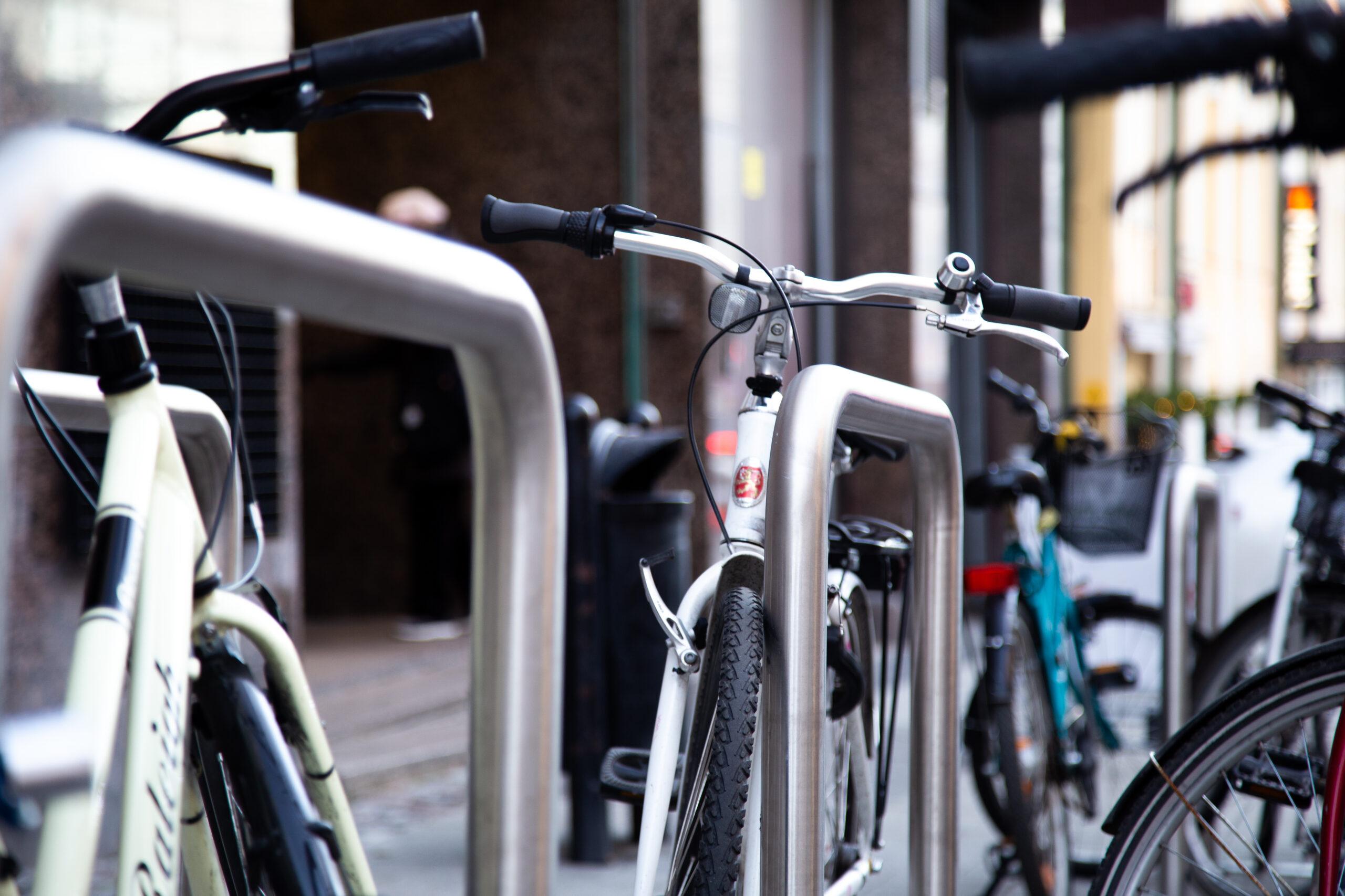 Pyöräily Autotiellä